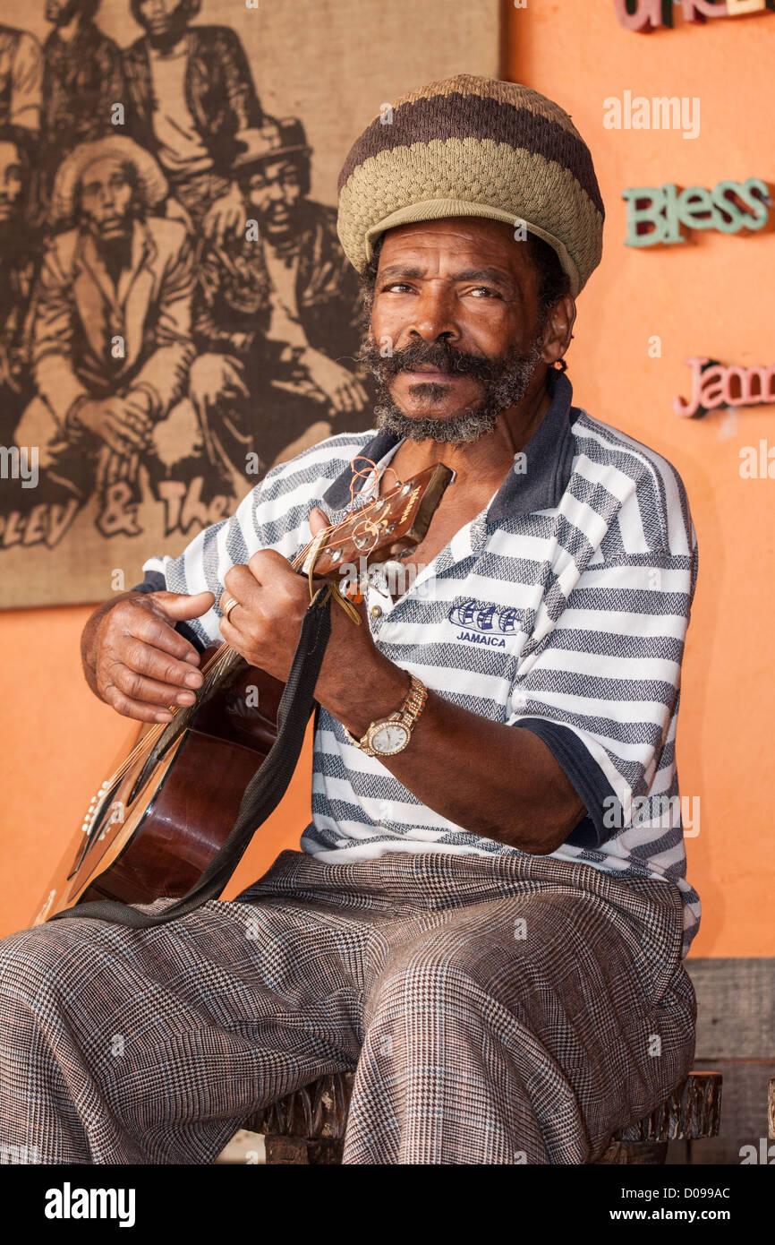 JAMAICAN MUSICIAN PLAYING REGGAE TUNES BOB MARLEY (1945-1981) DURING VISIT BOB MARLEY CENTRE MAUSOLEUM NINE MILE - Stock Image