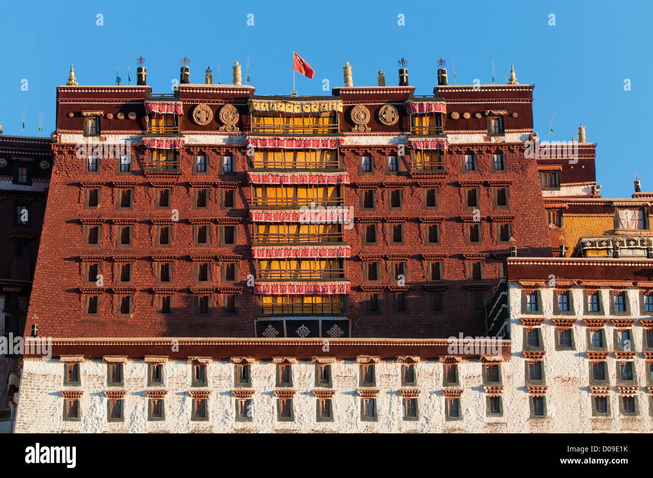 Chinese flag flutters above Portala Palace, no longer an active monastery, Lhasa, Tibet, China. - Stock Image