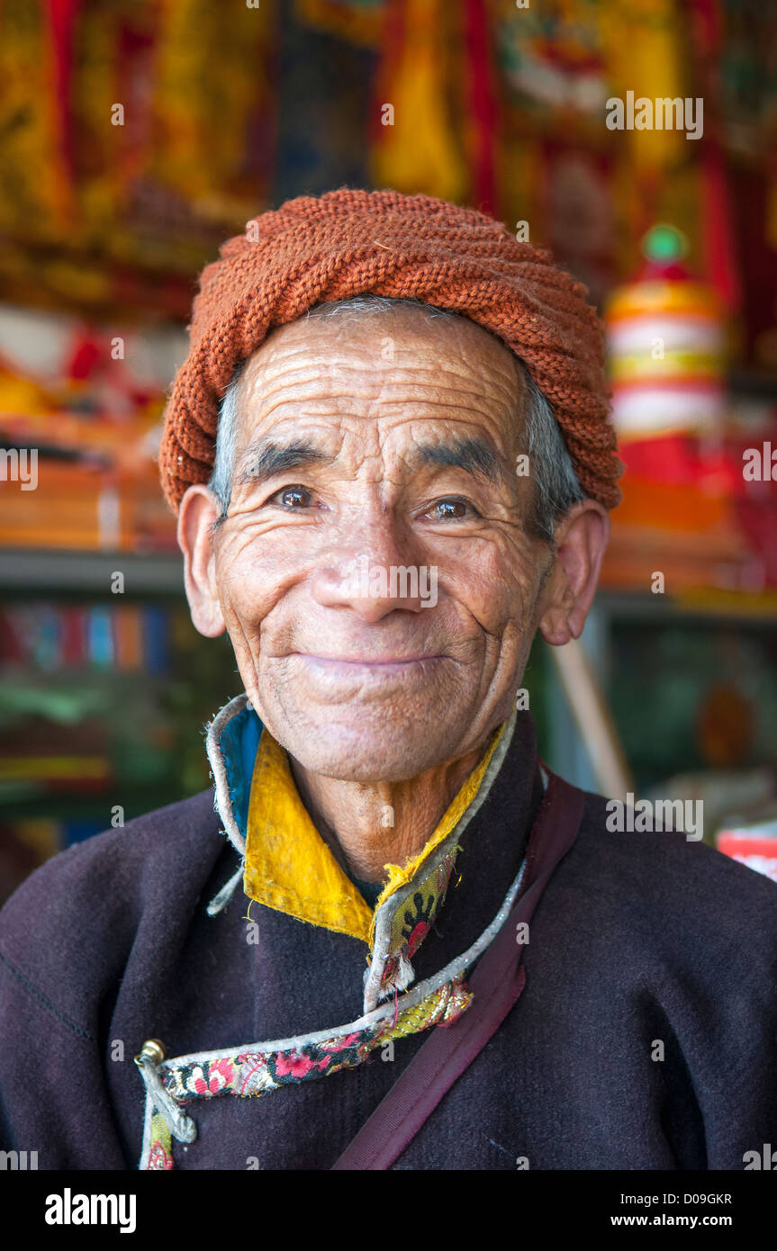 Pilgrim visits tea shop in market, Shigatse, Tibet, China - Stock Image