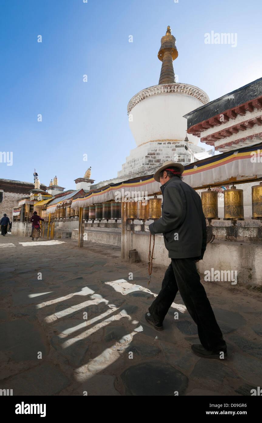 Pligrim circles pagoda at Tashilhunpo Monastery, Shigatse, Tibet, China - Stock Image