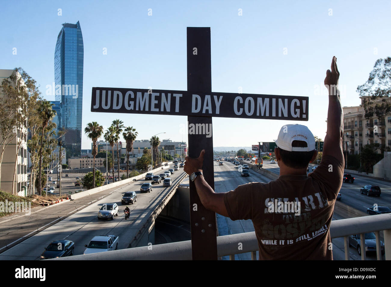 MILITANT FROM RADICAL CHRISTIAN MOVEMENT WARNING DRIVERS ABOUT END WORLD LAST JUDGMENT DOWNTOWN LOS ANGELES CALIFORNIA - Stock Image