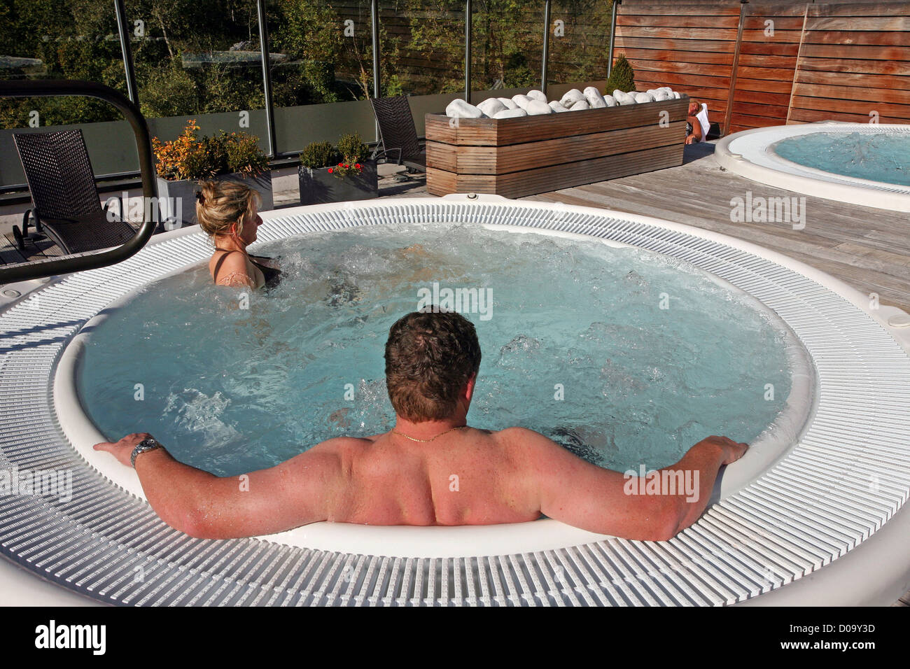 A SESSION IN THE JACUZZI ON THE TERRACE AT THE HYDROTHERAPY CENTER OF BRIDES-LES-BAINS (73) SAVOY FRANCE - Stock Image
