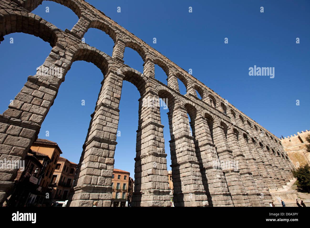 Roman aqueduct of Segovia Castilla Leon Spain Acueducto romano de Segovia Castilla Leon España - Stock Image
