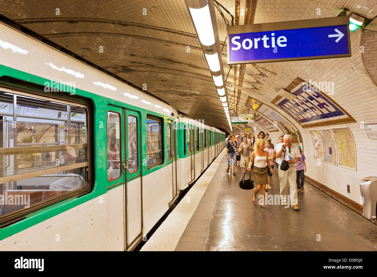 People getting off the  Paris Metro underground  train at Abbesses station Montmartre Paris France EU Europe - Stock Image