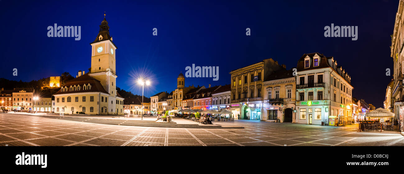 The Council Square (romanian Piata Sfatului) is the heart of the old medieval saxon city of Brasov, Romania. - Stock Image