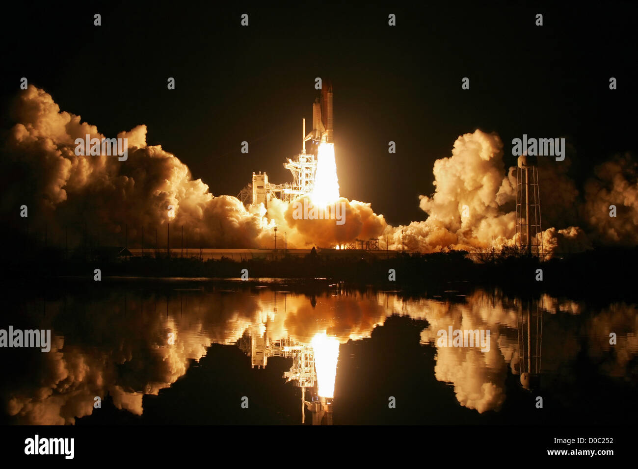 Endeavour Launches on STS-123 - Stock Image