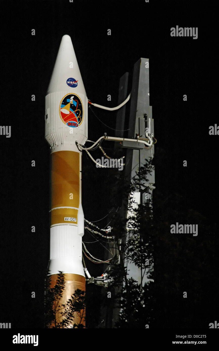 An Atlas V rolls out to Pad 41 for the launch of NASA's Mars Reconnaissance Orbiter. - Stock Image