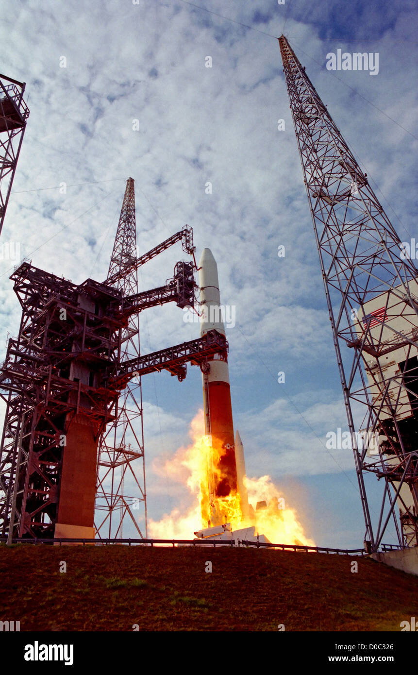 A Delta IV rocket launches the GOES-N (Geostationary Operational Environmental Satellite) weather satellite for - Stock Image