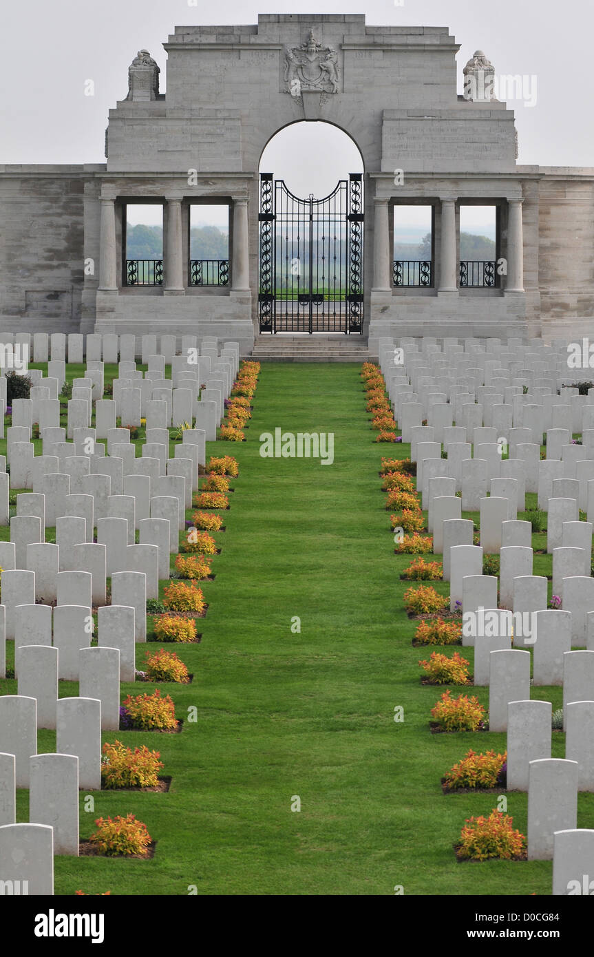 CEMETERY OF COLUMNS COMMONWEALTH CEMETERY FOR BRITISH SOLDIERS KILLED DURING THE FIRST WORLD WAR POZIERES SOMME - Stock Image