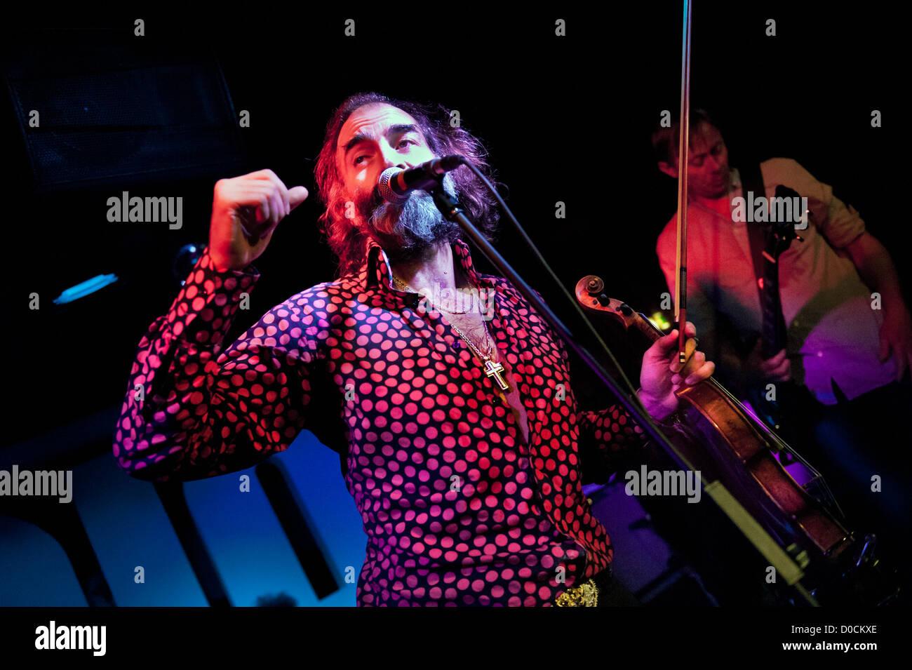 Warren Ellis performing with his alternative rock group Dirty Three at the Glee Club, Birmingham 20 November 2012. - Stock Image