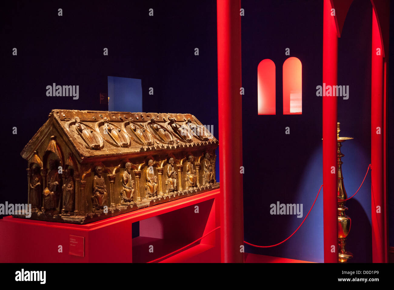 13TH CENTURY RELIQUARY IN GILDED WOOD CABINET OF SACRED ART CHATEAU DE LANGEAIS INDRE-ET-LOIRE (37) FRANCE - Stock Image