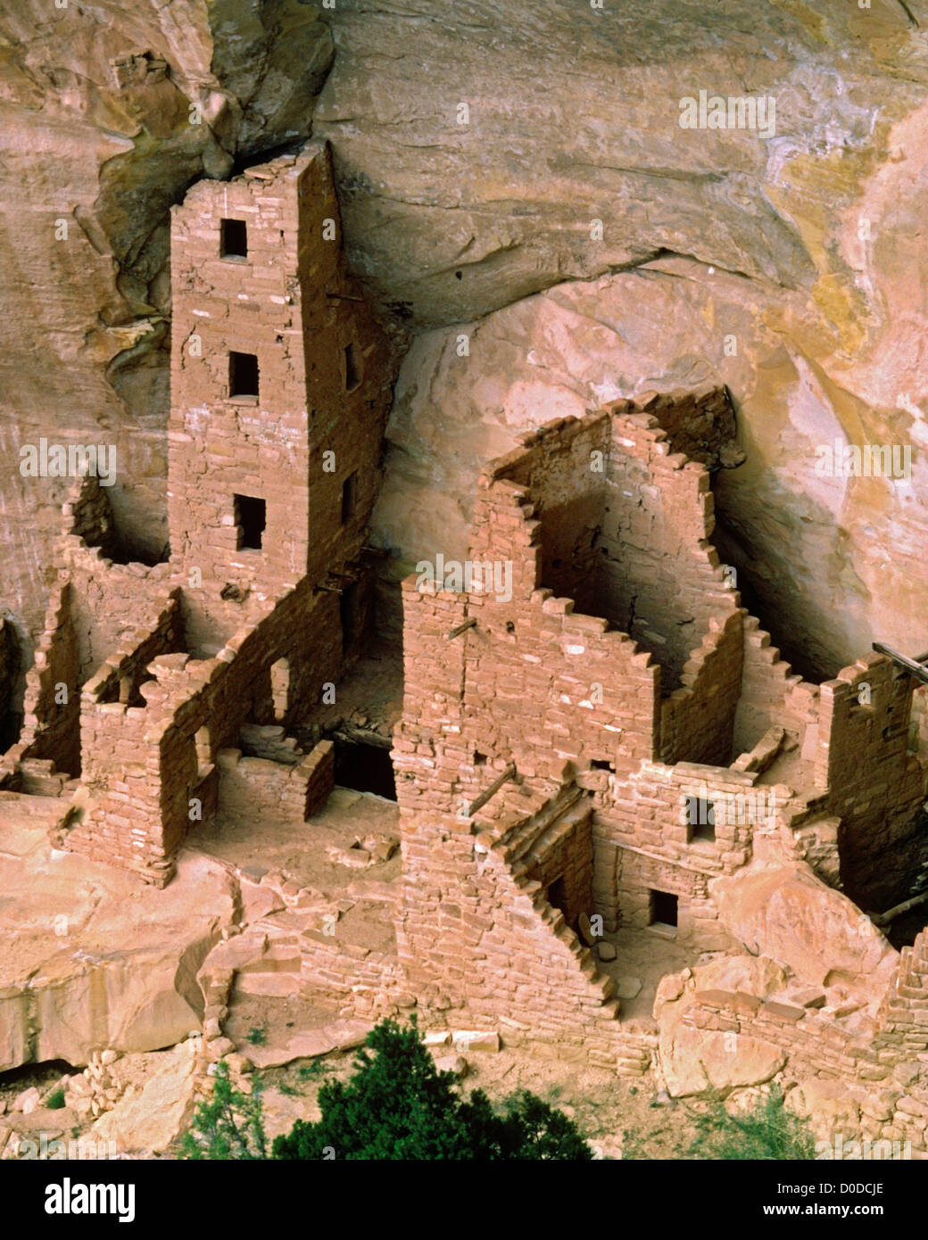 Ancient Anasazi Ruins Amid the Cliffs of Mesa Verde - Stock Image