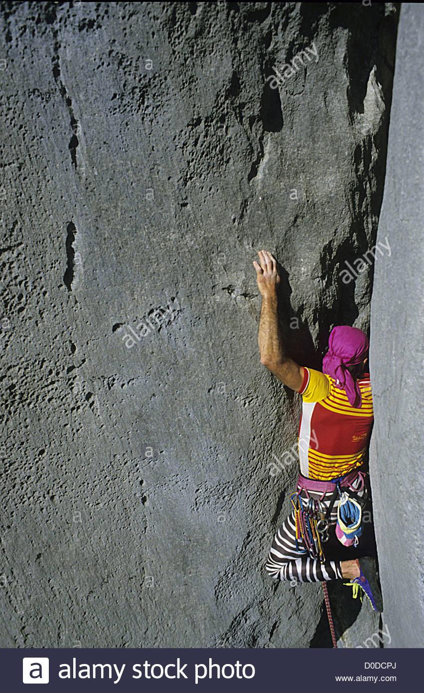PRISE DE CENT ROCK-CLIMBING TRACK ON THE FALAISE DE L'ESCALES CLIFF GORGES OF THE VERDON ALPES DE HAUTE-PROVENCE - Stock Image
