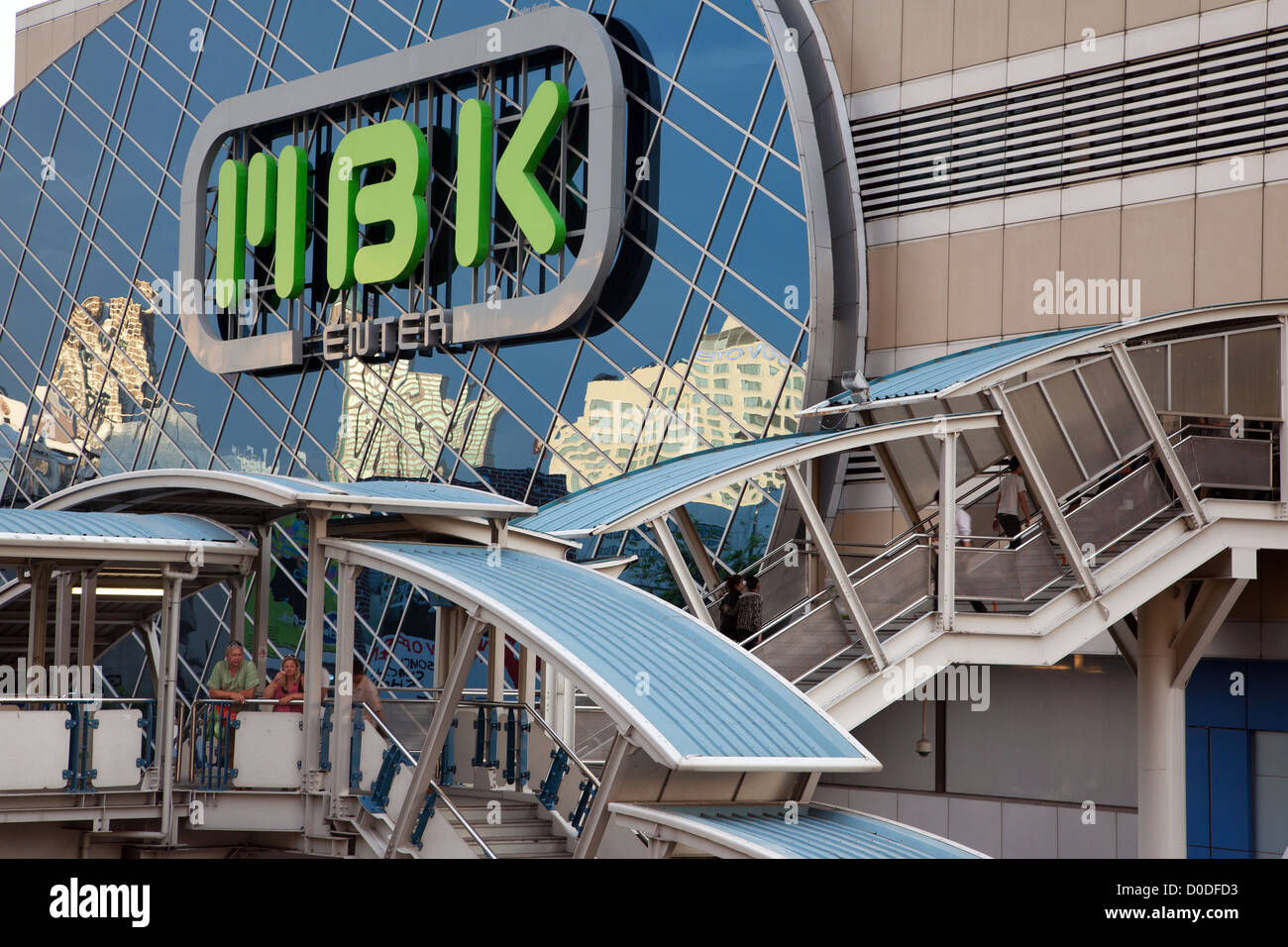 STAIRWAY UP TO THE MBK CENTER ONE OF THE BIGGEST SHOPPING MALLS IN THE CITY BANGKOK THAILAND - Stock Image