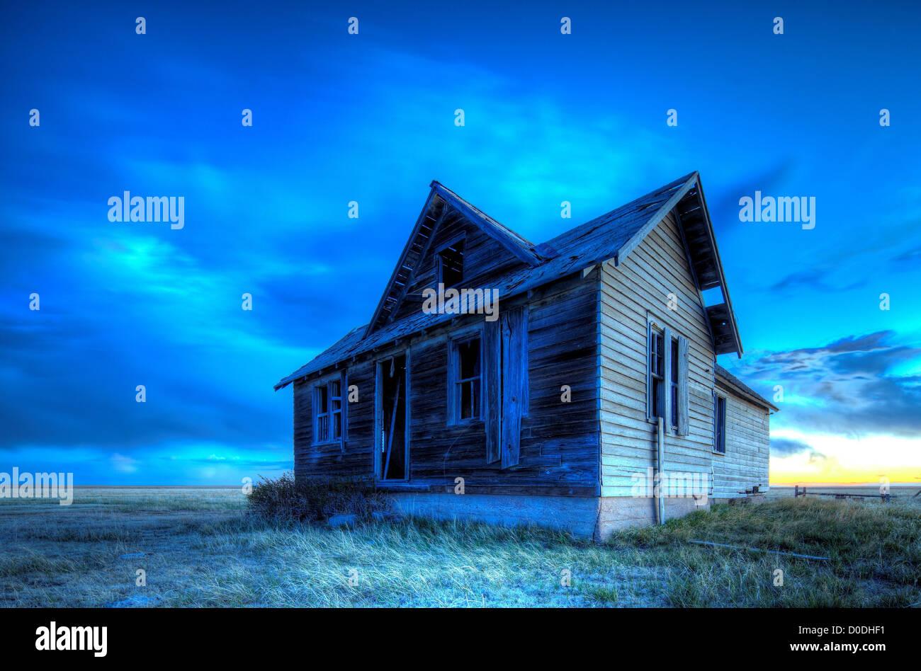 Abandoned ranch house, dusk, Colorado - Stock Image