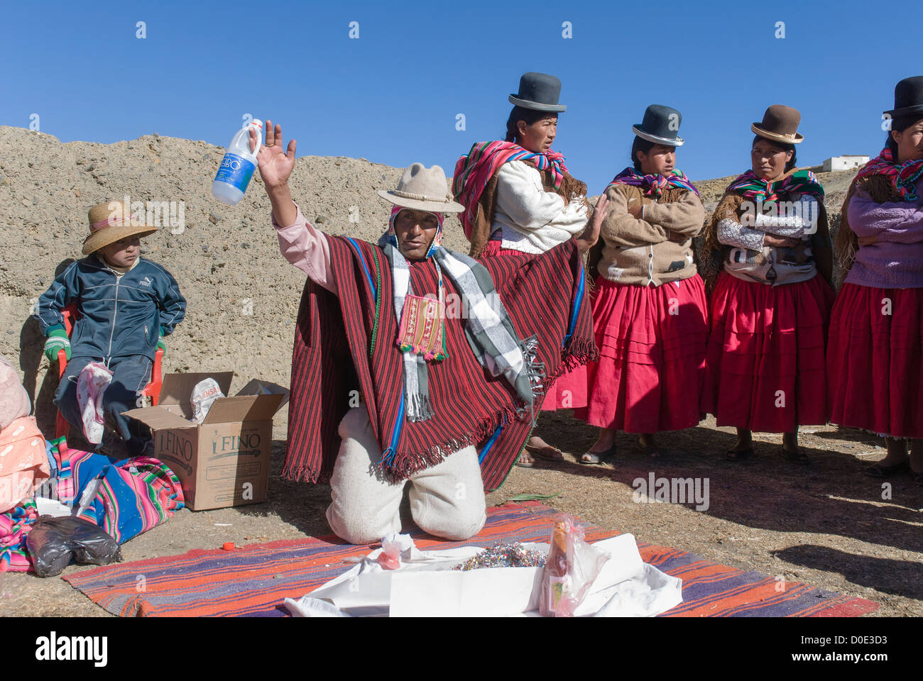 Ceremony to the Pachamama in the  bolivian cordillera - Stock Image