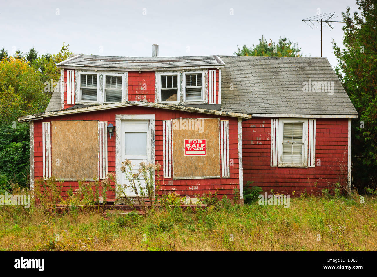 Old abandon house for sale at Acadia N.P, Maine. - Stock Image