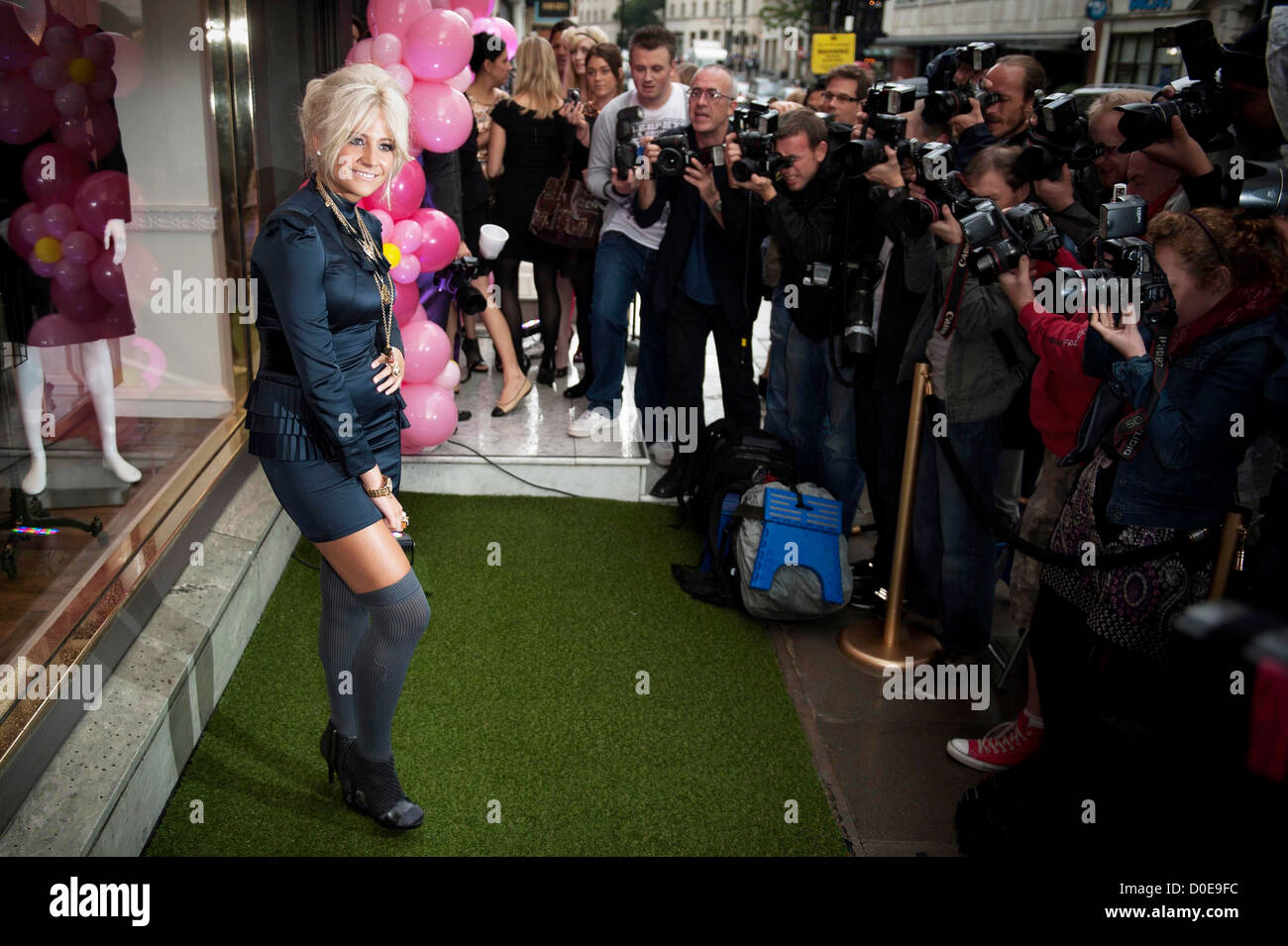 Pixie Lott at Juicy Couture in London's West End London, Engalnd - Stock Image
