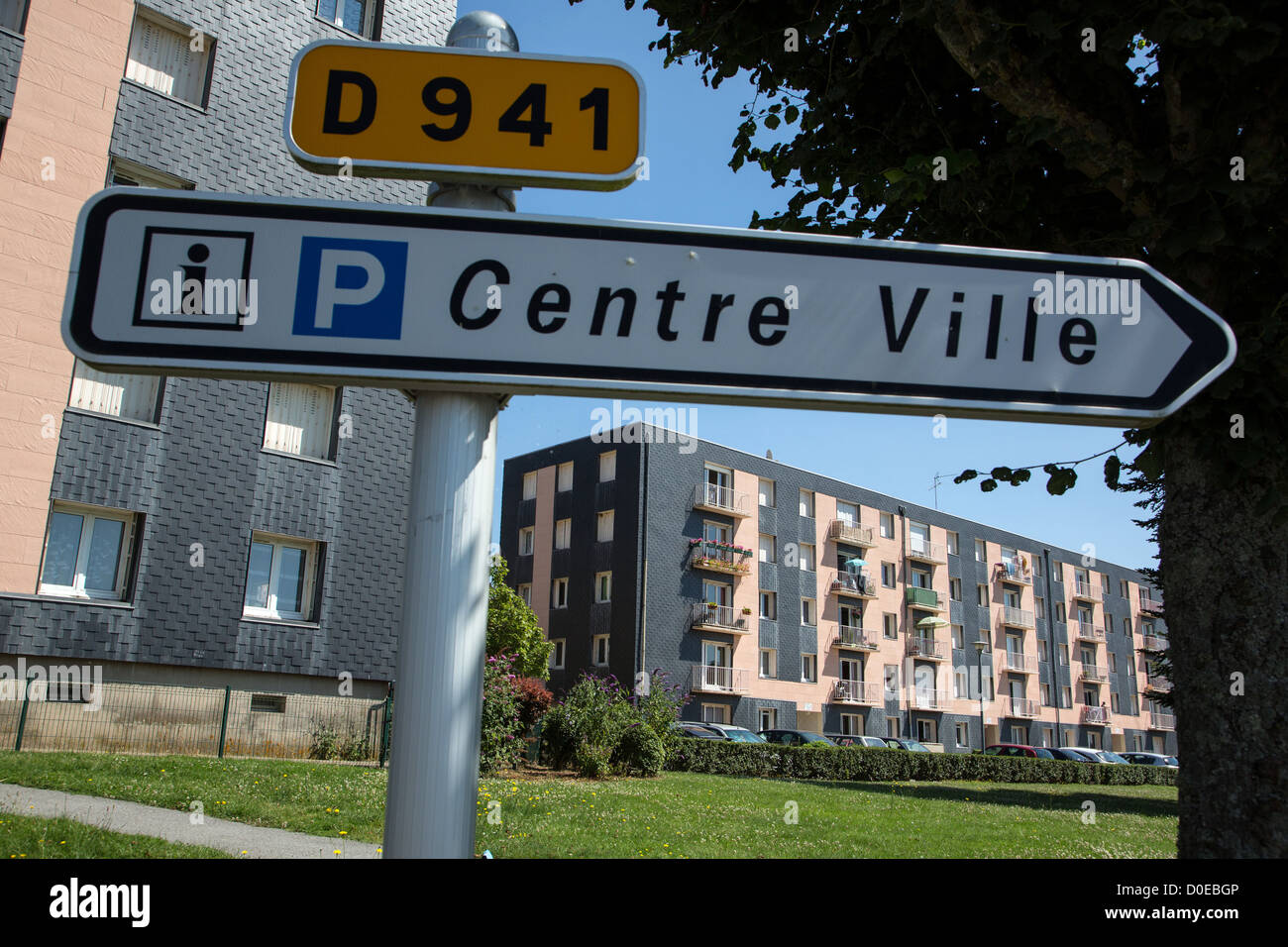 SUBSIDIZED COUNCIL HOUSING AT THE ENTRANCE TO THE TOWN OF SENONCHE EURE-ET-LOIR (28) FRANCE - Stock Image