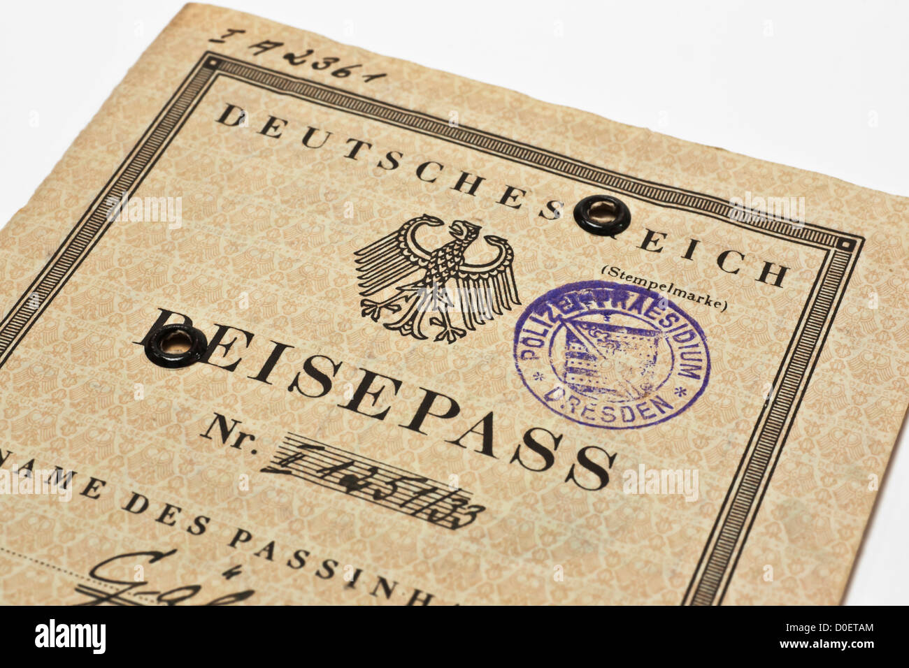 265f5d863bf7 Detailansicht eines Deutschen Reisepasses aus dem Jahr 1935 | Detail ...