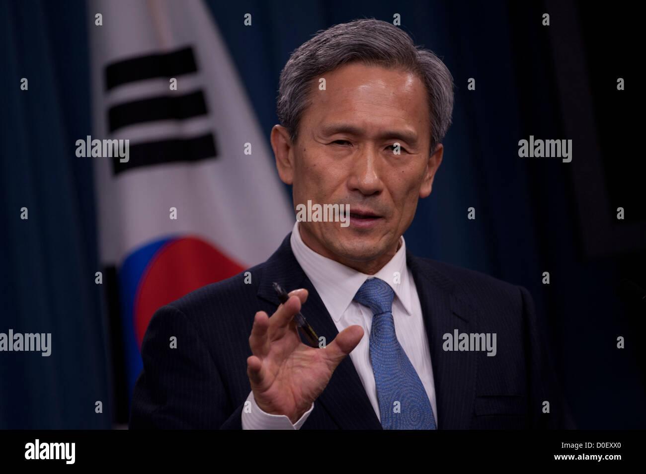 Defense Minister of South Korea Kim Kwan-jin briefs the media with Secretary of Defense Leon Panetta October 24, - Stock Image