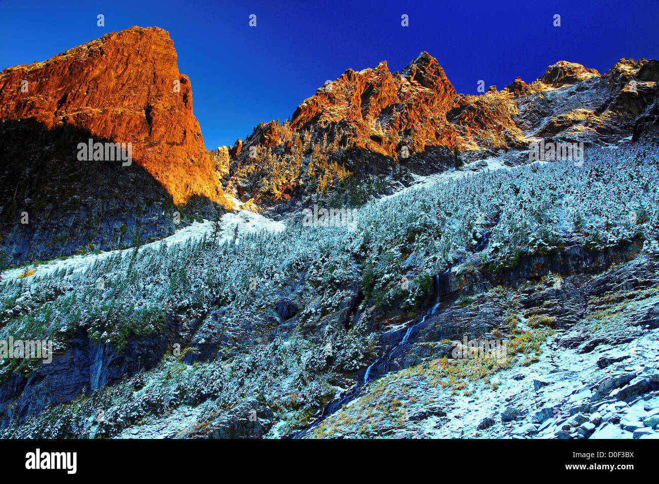 October snow on Morning Star Peak in Wirtz Basin, from Headlee Pass Trail. - Stock Image