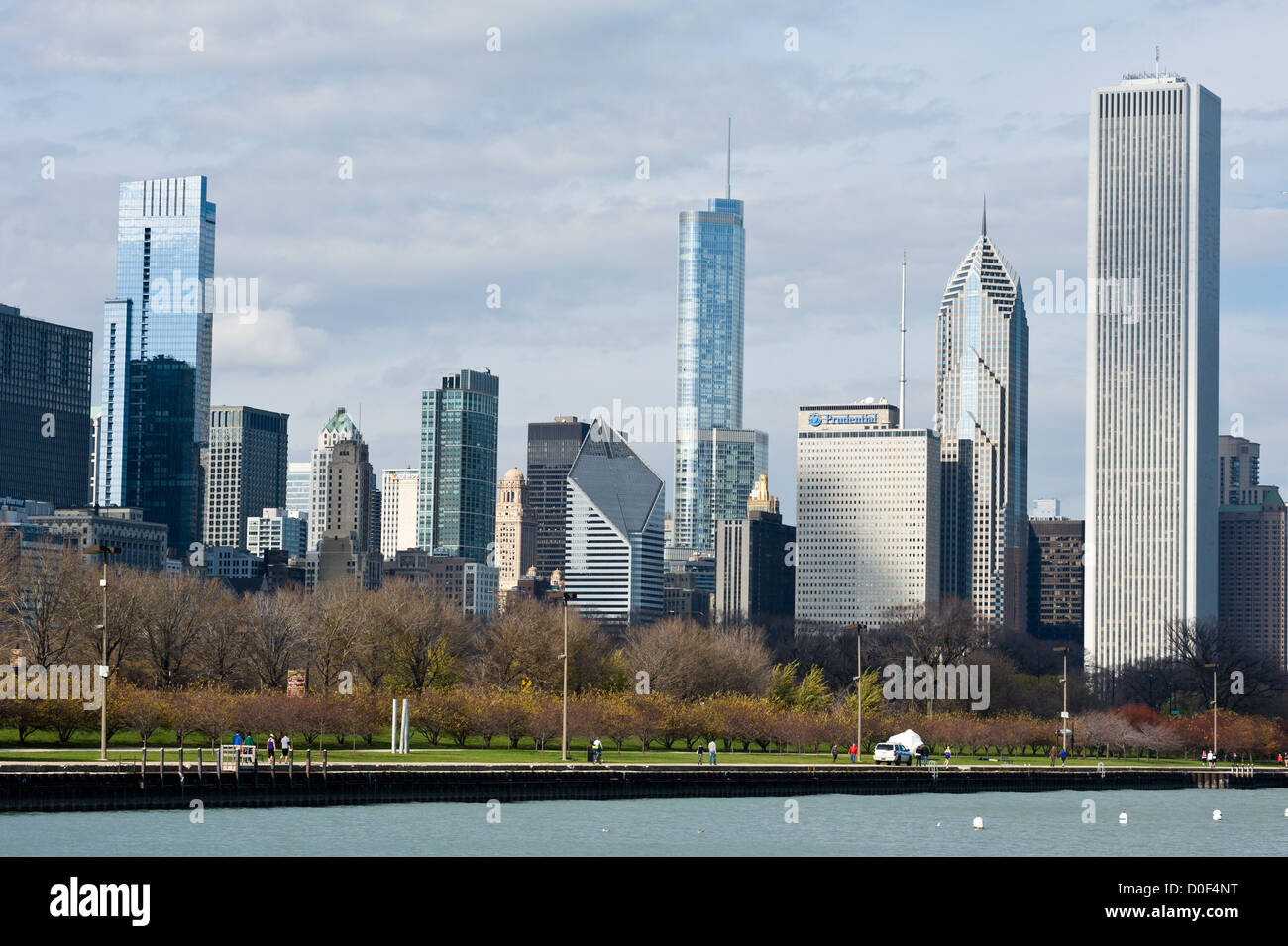 The Chicago skyline as seen from the Lakefront Trail MAX HERMAN/ALAMY - Stock Image