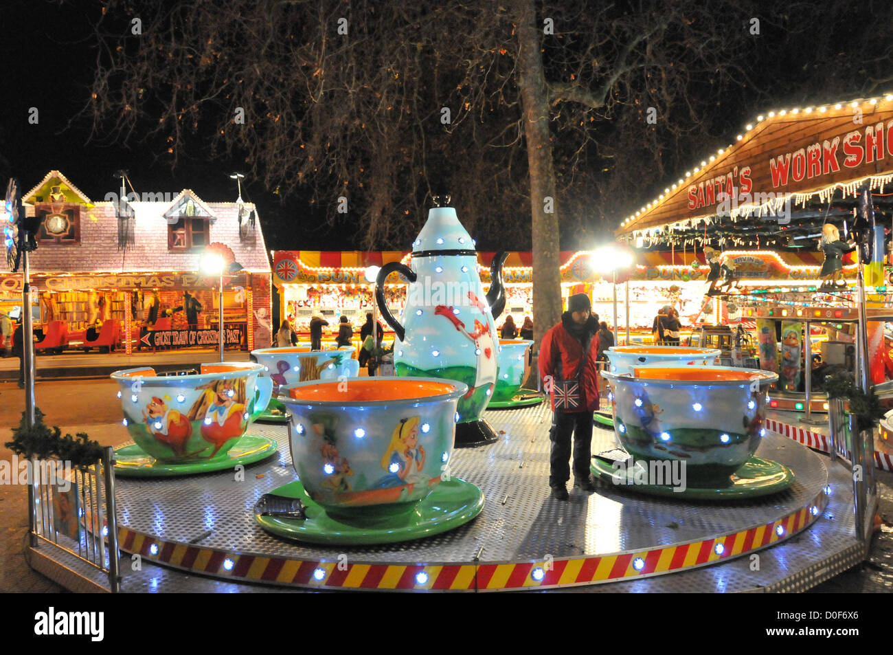 Hyde Park, London, UK. 23rd November 2012. A fairground ride waits for customers in Winter Wonderland. Winter Wonderland, - Stock Image
