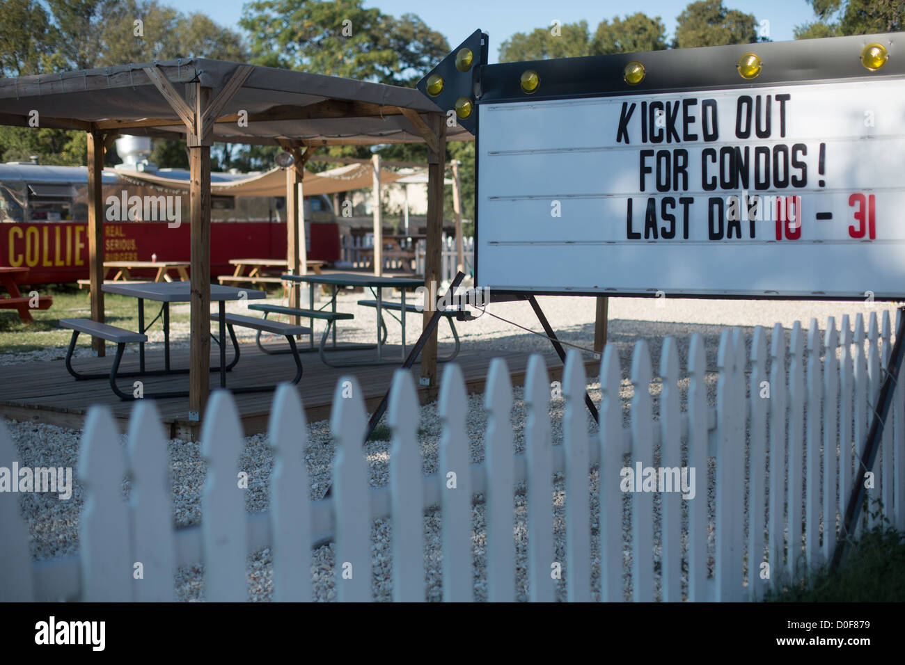 A sign reading 'Kicked Out For Condos! Last Day 10-31' in Austin, Texas on South Lamar Blvd - Stock Image