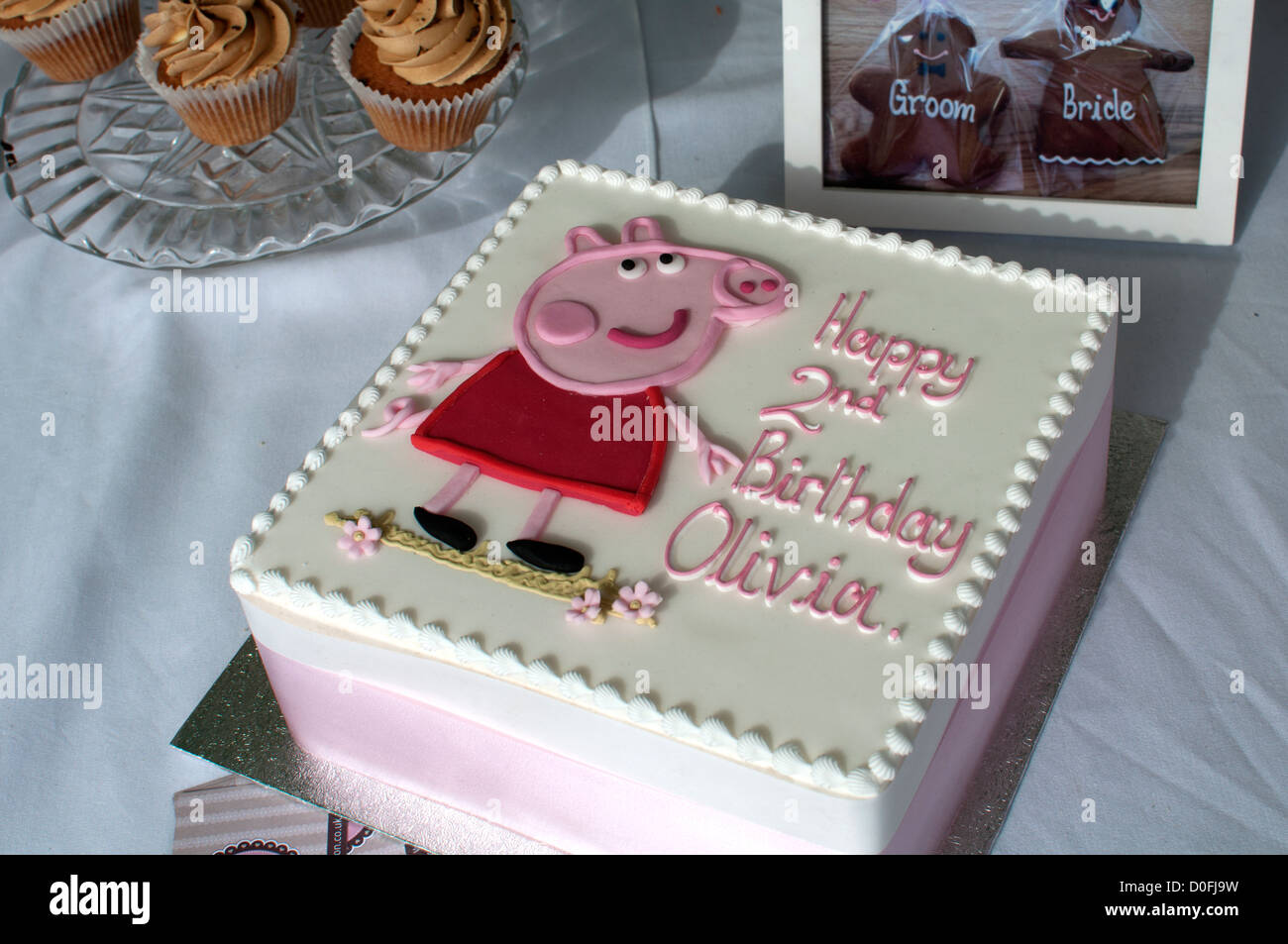 Excellent Peppa Pig Birthday Cake Stock Photo 51974773 Alamy Funny Birthday Cards Online Overcheapnameinfo