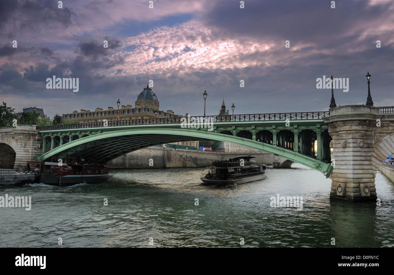 The bridge Pont Notre Dame over river Seine in Paris, France. - Stock Image