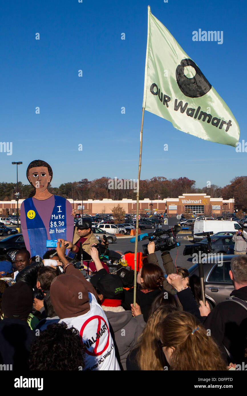 Demonstrators protest against working conditions at Walmart.  - Stock Image