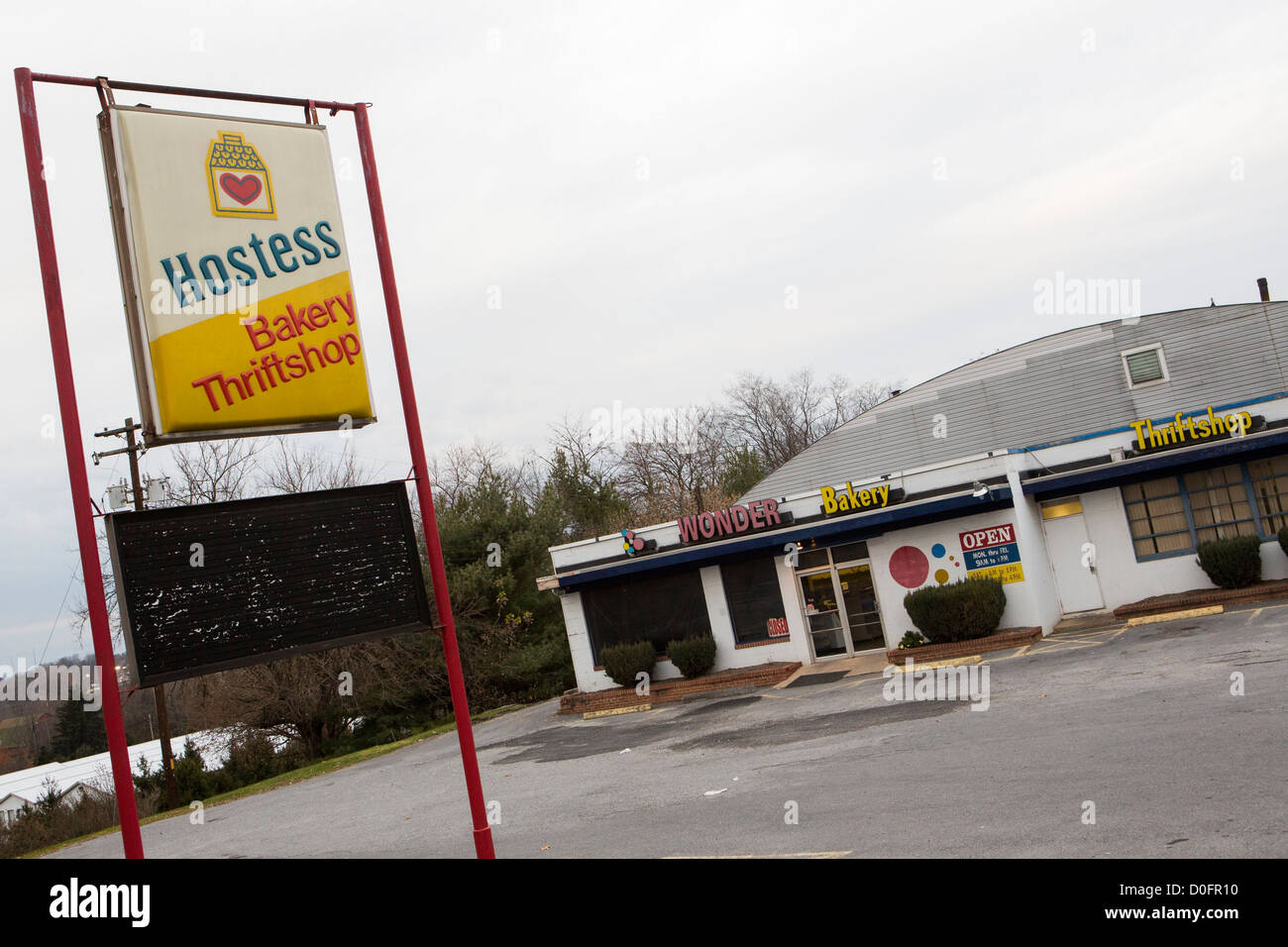 A closed Hostess bakery outlet store Stock Photo: 51978444