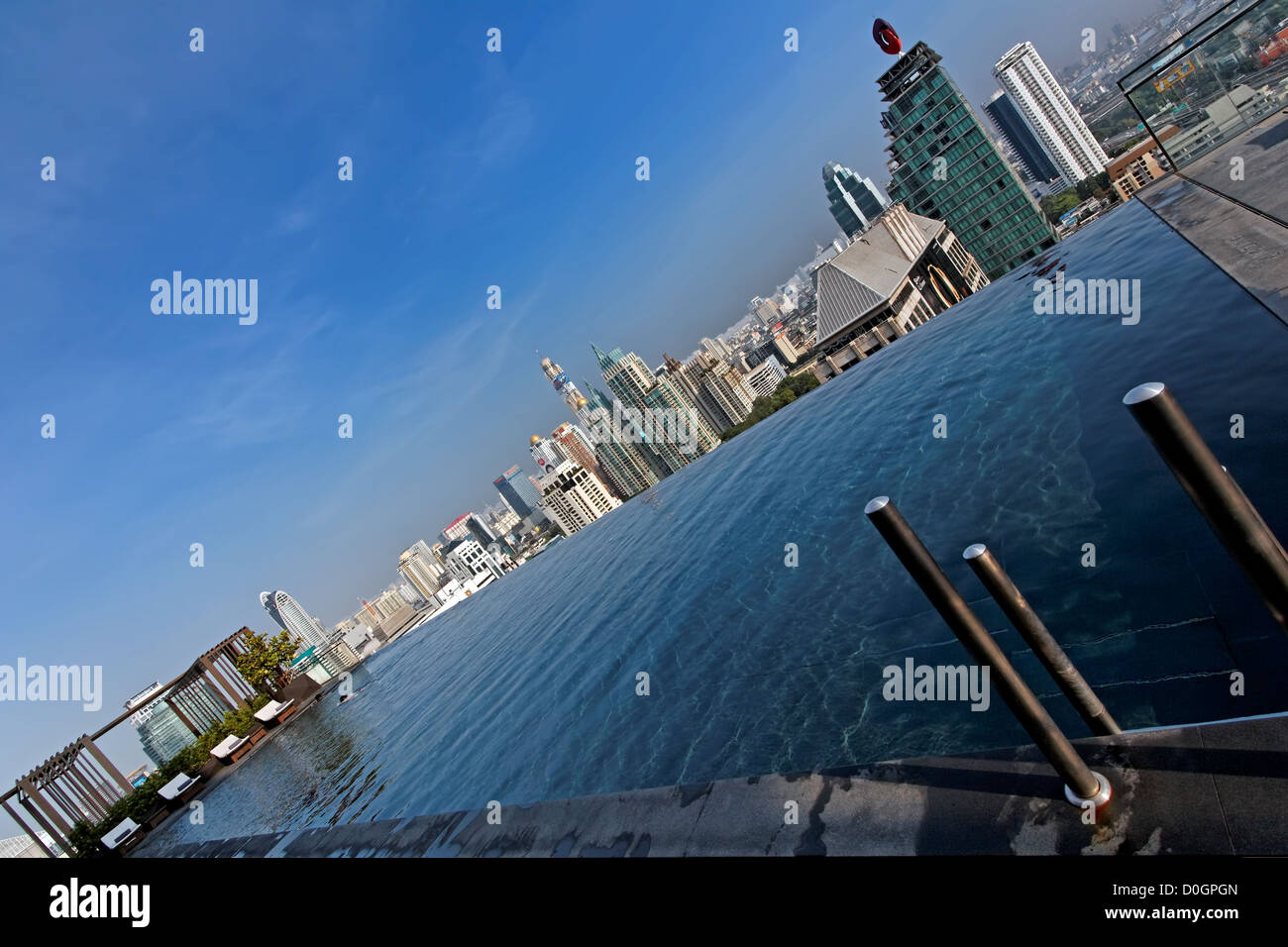 Infinity Edge Pool of Okura Prestige Hotel, Wireless Road, Bangkok - Stock Image