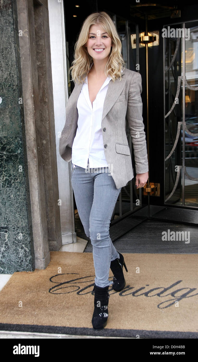 Rosamund Pike leaving her hotel London, England - 21.09.10 - Stock Image