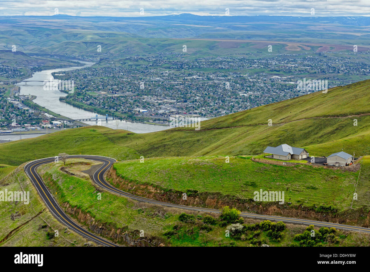 The Snake River with Lewiston (ID) and Clarkston (WA) from the Lewiston Hill, Lewiston (hill), Idaho, USA - Stock Image