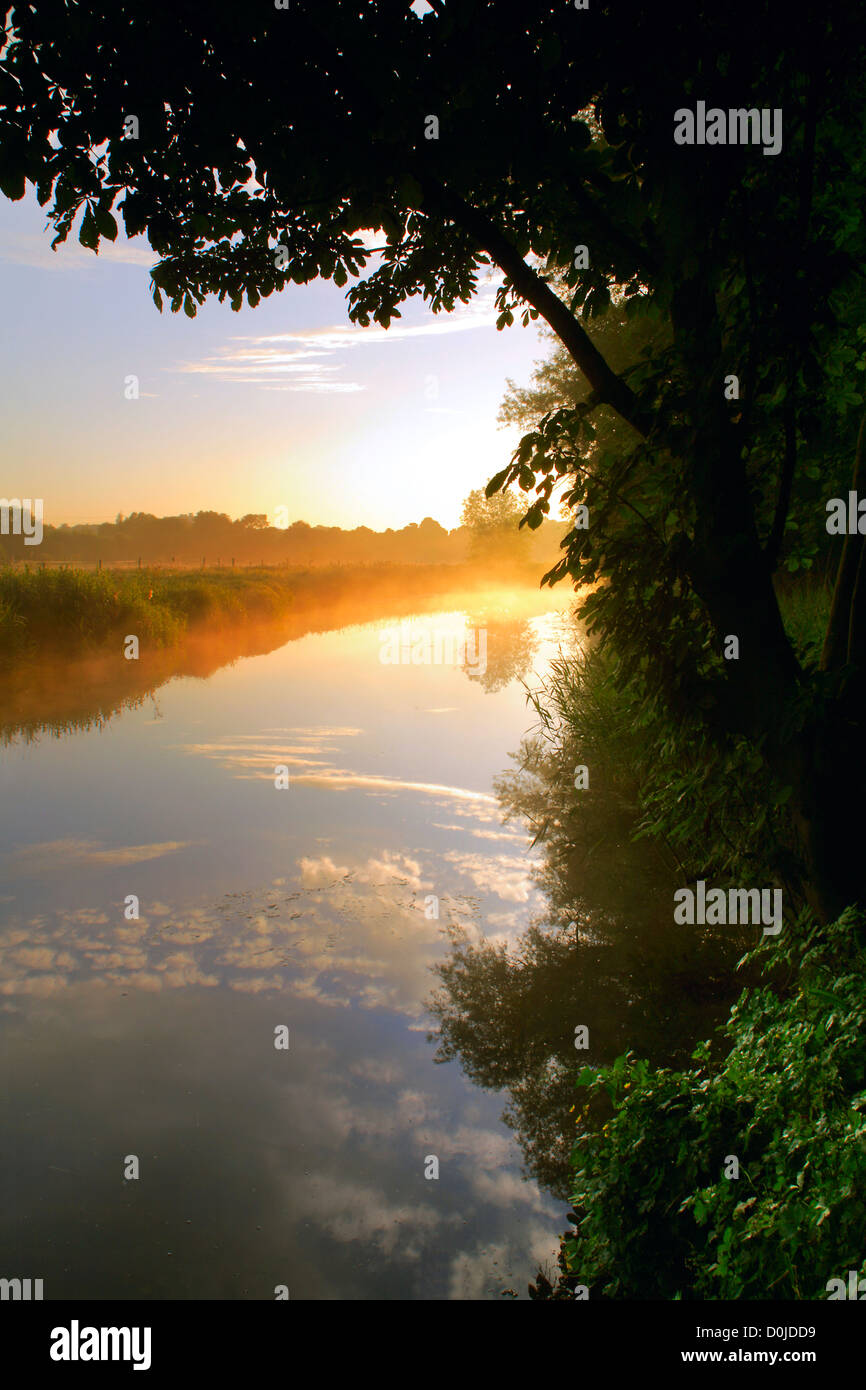 The River Gipping as it runs through Bramford in Suffolk at sunrise. - Stock Image