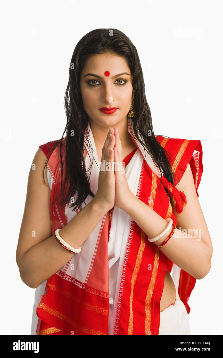 Woman in Bengali sari greeting Stock Photo: 52056218 - Alamy
