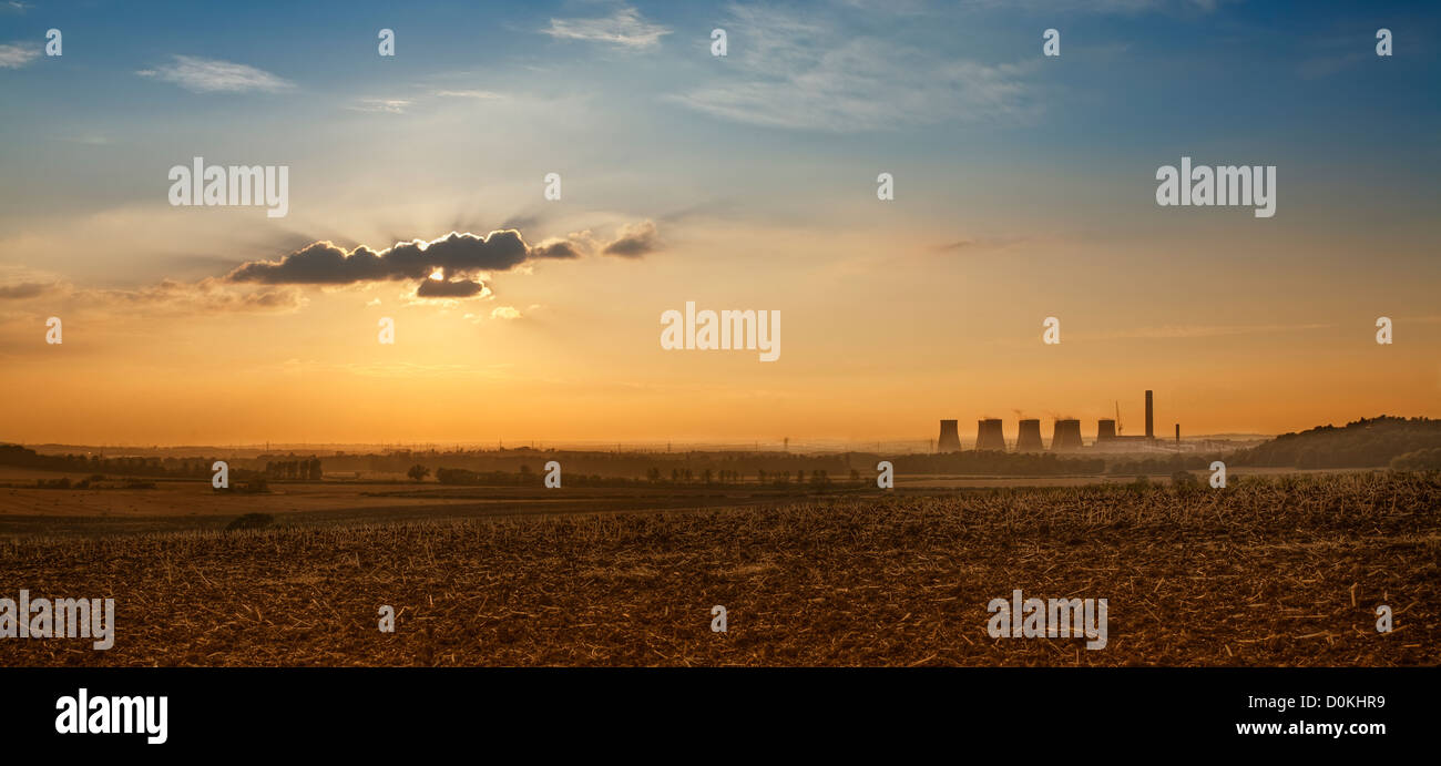 A long-distance view of Ratcliffe-on-Soar power station. - Stock Image