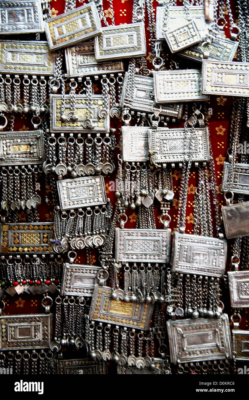 Traditional silver pendants and Koran cases in an Omani souq - Stock Image