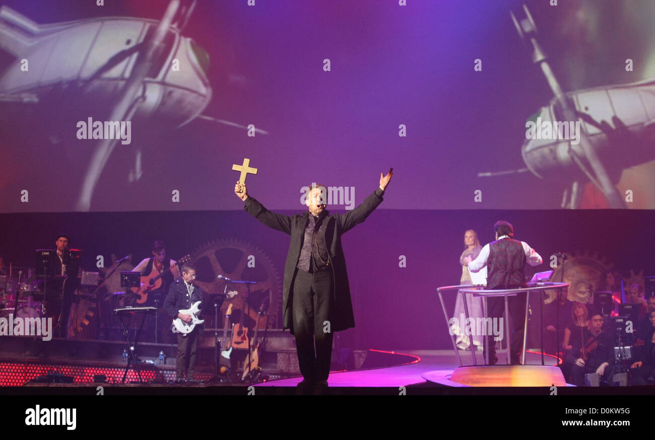 JASON DONOVAN THE WAR OF THE WORLDS - THE NEW GENERATION. THE MUSICAL BY JEFF WAYNE AT REHEARSAL LONDON ENGLAND - Stock Image