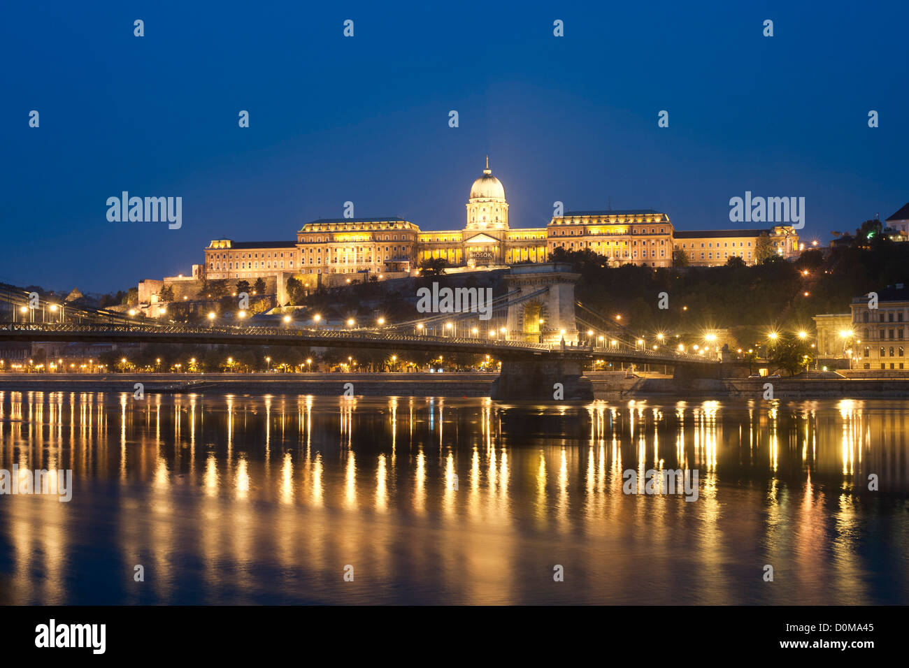Dawn view of Buda Castle and the Széchenyi Chain Bridge over the Danube River in Budapest, the capital of Hungary. - Stock Image