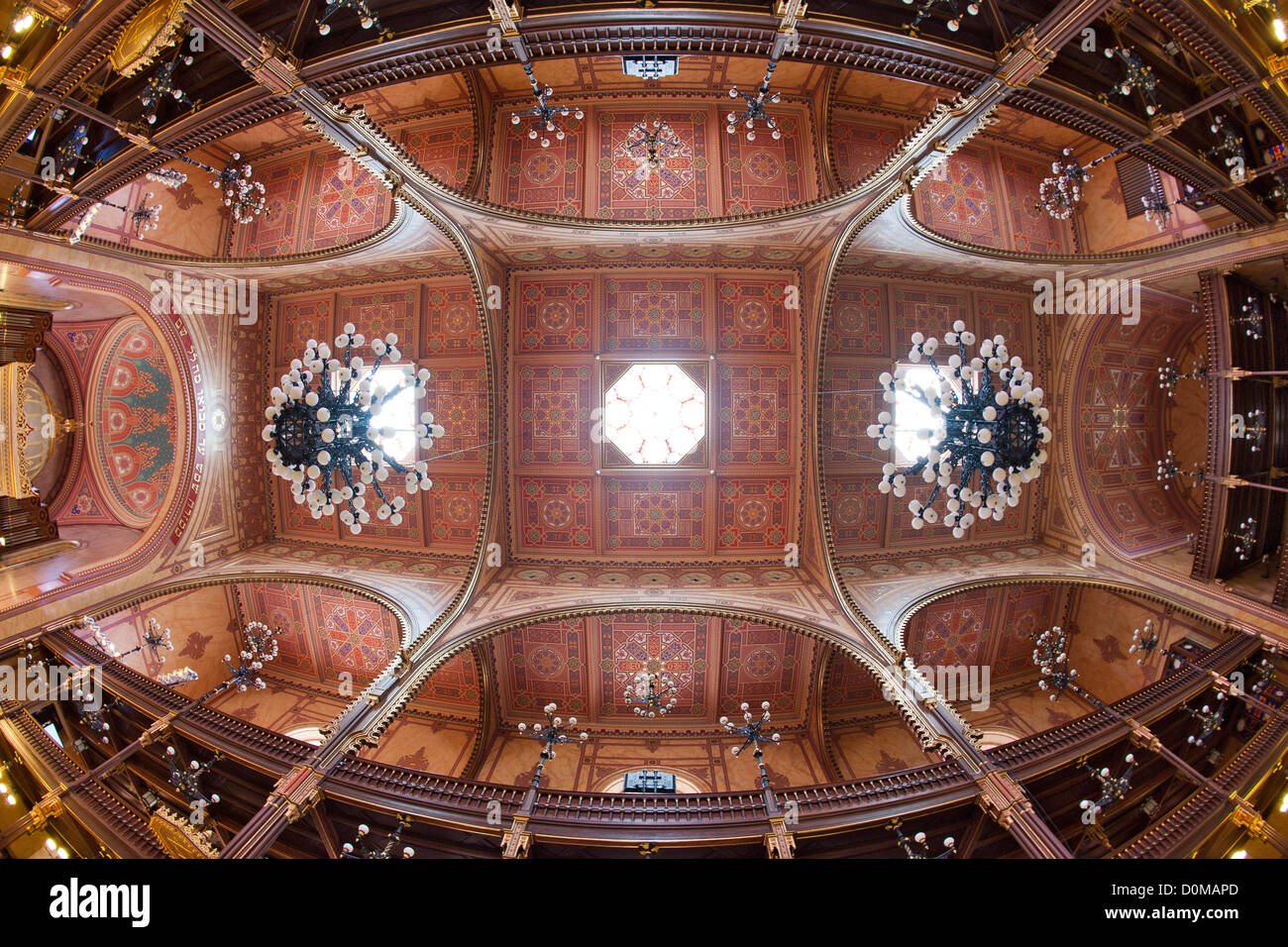 Interior and ceiling of the Dohány Street Synagogue in Budapest, the capital of Hungary. - Stock Image
