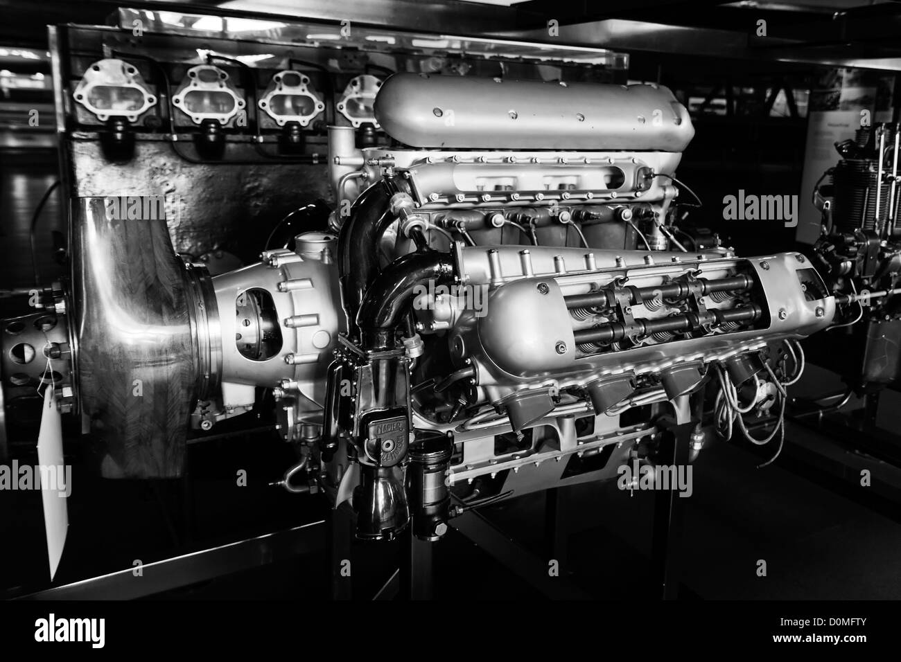 Large antique aircraft engine in a museum - Stock Image