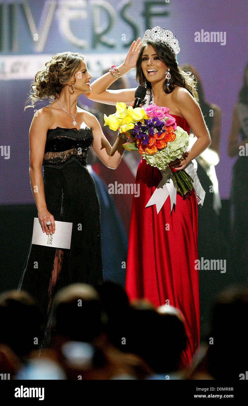 Miss Mexico Jimena Navarrete is announced as Miss Universe, pictured with Natalie Morales The 2010 Miss Universe - Stock Image