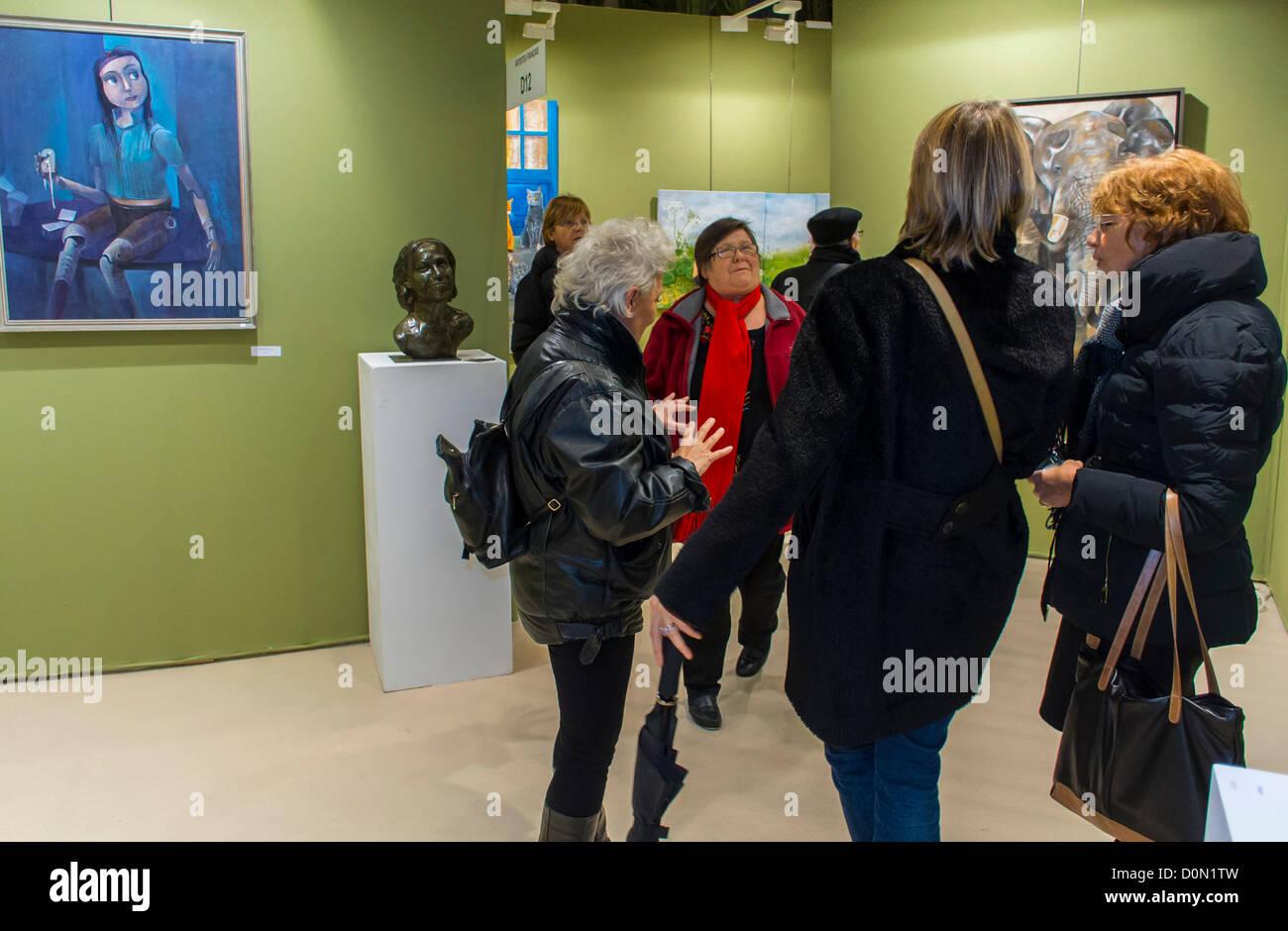 Paris, France, Group of Women visiting inside Amateur Art Show, 'Art en Capital', Salon des Artistes Français, - Stock Image