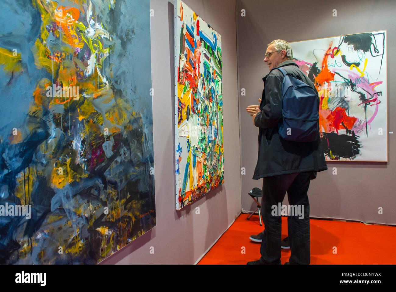 Paris, France, Man Visiting inside Amateur Art Show, 'Art en Capital', Salon des Artistes Français, - Stock Image