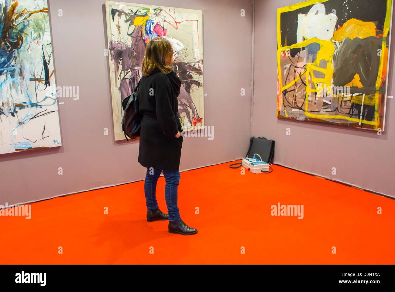 Paris, France, Woman Visiting inside Amateur Art Show, 'Art en Capital', 'Salon des Artistes Français' - Stock Image