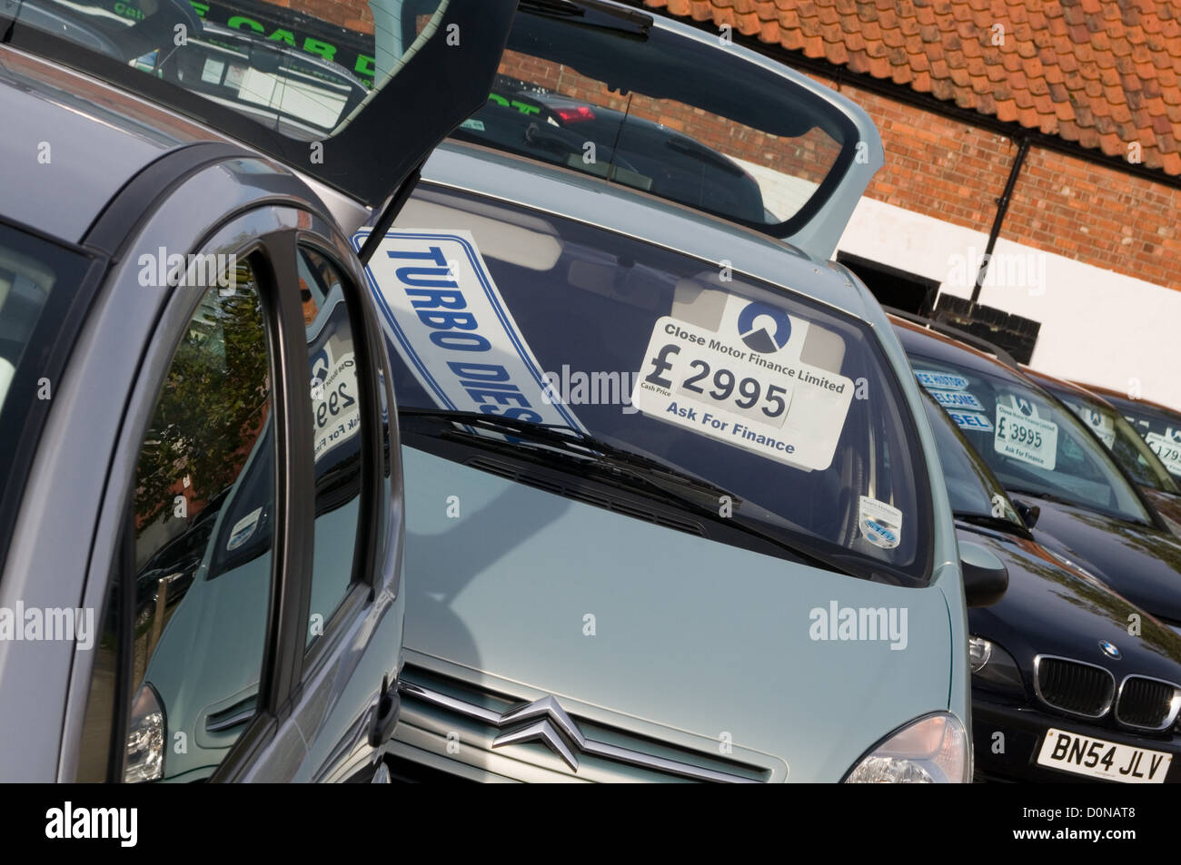 Used Car Lot Sale Stock Photos & Used Car Lot Sale Stock Images - Alamy