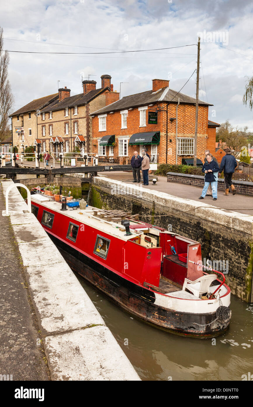 Lock and cottages on the Grand Union Canal at Stoke Bruerne - Stock Image